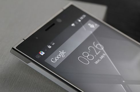 Çinli üreticiden iPhone 6'ya nispet köşeli tasarıma sahip akıllı telefon