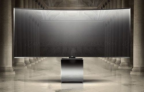 Samsung'dan kübik tabanlı 82 inç kavisli Ultra HD TV