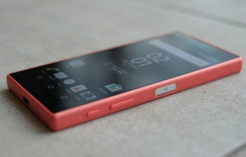 Sony, Xperia Z5 Compact'ın yanında ''Sony MDR-10RC'' kulaklık hediye ediyor