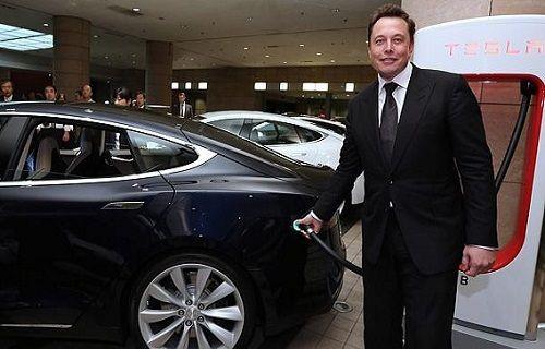 Elon Musk önce Apple eleştirdi, ardından Apple'ın gönlünü aldı
