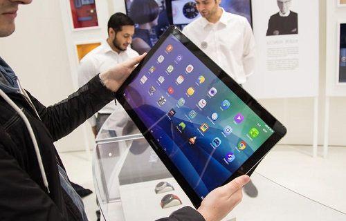 Samsung'un dev tableti resmen tanıtıldı: 18.4 inç ekran, 2.65kg ağırlık