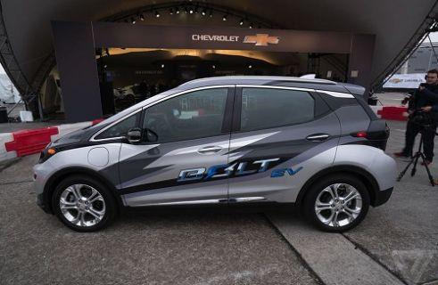 CES 2016: Chevrolet'in yeni nesil elektrikli aracı Bolt yollarda!