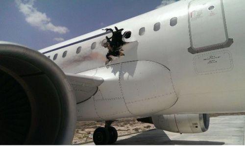 Havadayken içinde patlama olan uçak içeriden görüntülendi! (Video)