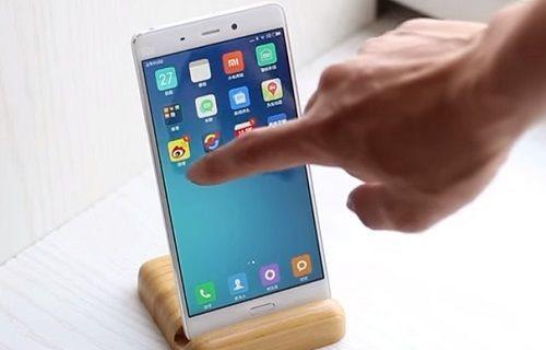 Xiaomi Mi 5'e özel bir cama sahip kasa eşlik edecek