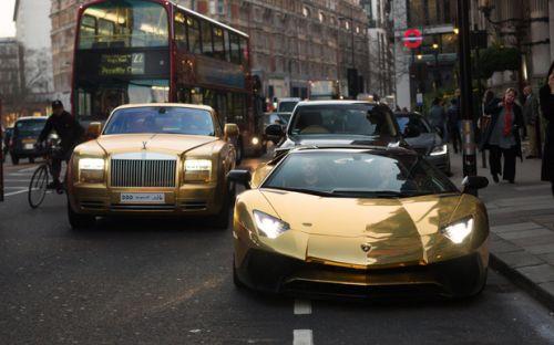 Altın kaplama otomobiller büyüledi