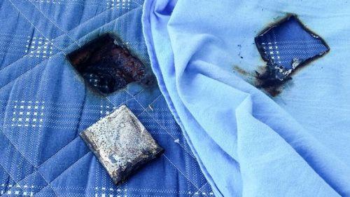 Samsung Galaxy S III çocuğun yatağında patladı
