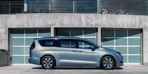 İşte Google'ın yüksek teknolojili sürücüsüz minivan otomobili!