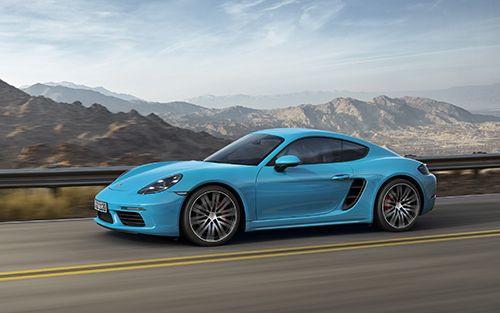 Porsche yeni otomobilini tanıttı.