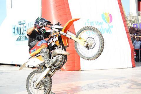 Dünyaca ünlü motocross sporcuları nefesleri kesti!