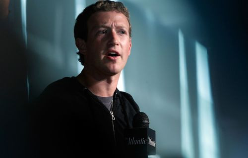 Facebook'un CEO'su Zuckerberg hack'lendi