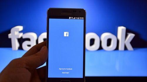Facebook bu sefer de başka bir uygulamaya zorluyor!