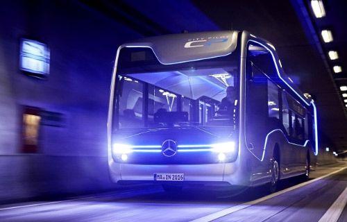 Mercedes'in sürücüsüz otobüsü şehir turunda