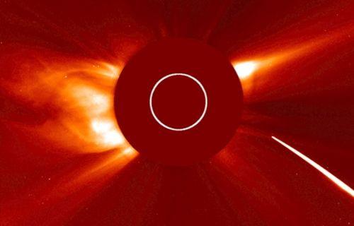 NASA, meteorun Güneş'e intihar dalışı yaptığı anı kayıt altına aldı
