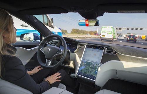 Tesla Model X'in otomatik pilotu, sürücüsünün hayatını kurtardı!