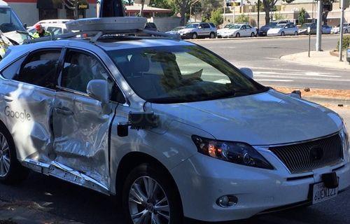 Google'ın sürücüsüz otomobili şimdiye kadarki en kötü kazasını yaptı