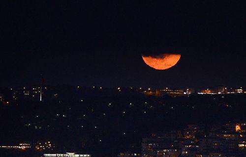 Süper Ay'ın görkemi Twitter'da parladı