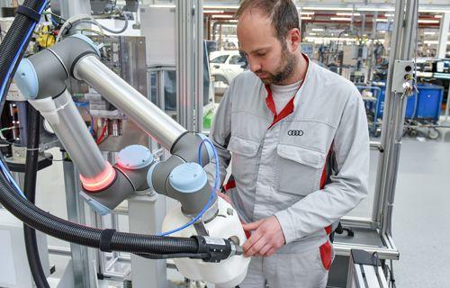 Audi'nin robot çalışanı KLARA iş başı yapıyor!