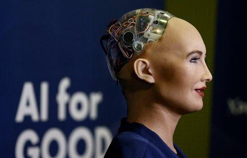 Dünyada ilk kez bir robota vatandaşlık verildi!