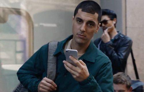 Samsung, iPhone ile feci dalga geçti! (Video)
