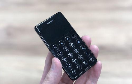 Kredi kartı büyüklüğündeki Android telefon!