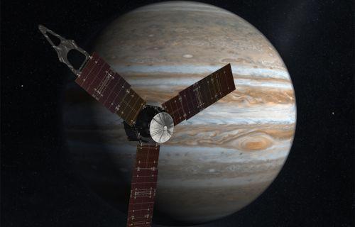 Juno uydusu, Jüpiter'deki dev fırtınayı canlı görüntüledi!