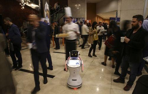 İnsansı robot öğretmenler geliyor!
