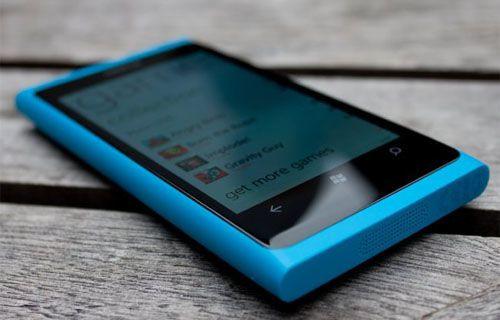 Göle düşen Lumia 800 3.5 ay sonra bulundu! Hala çalışıyor!