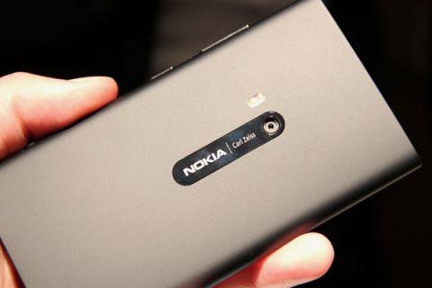 Nokia Lumia 920 ateş aldı, ama hala çalışıyor