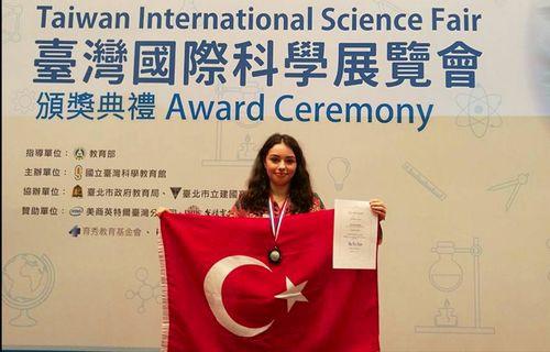 Türk kızının tarım robotu dünya ikincisi oldu!