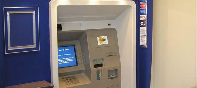 Güneş enerjisiyle çalışan ilk ATM açıldı!
