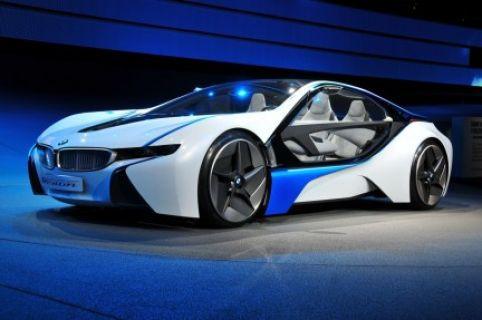 BMW i8 reklamları arabanın kendisi kadar güzel