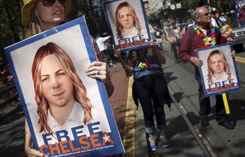 Obama, gizli belgeleri sızdıran Chelsea Manning'i affetti!