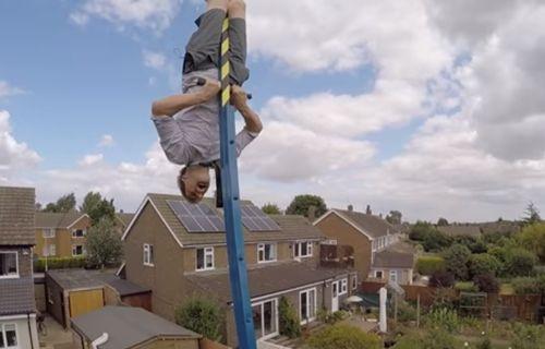 Evinin bahçesine 360 derece dönen salıncak kurdu! (Video)