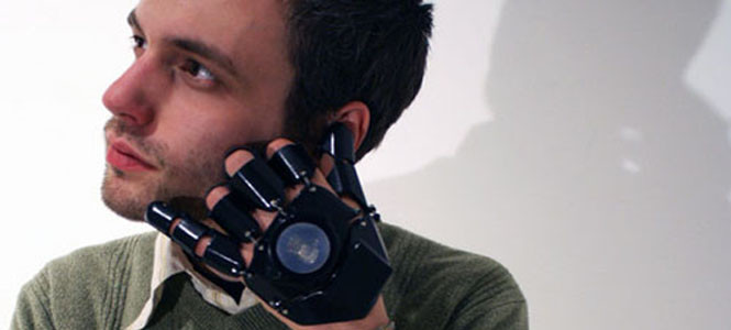 İşte eldiven şeklinde telefon - Glove One!