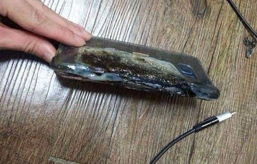 Galaxy Note 7 şarj olurken patladı!