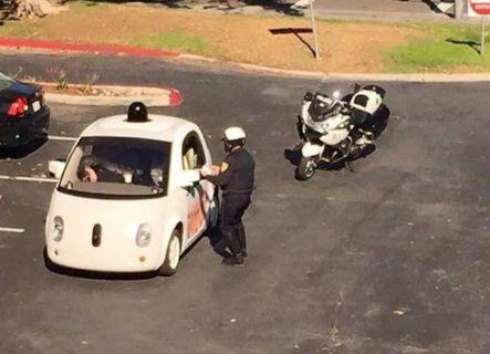Google Car, Polis Tarafından Durduruldu