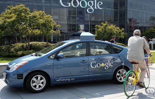 Google'ın sürücüsüz arabası ilk kazasını yaptı