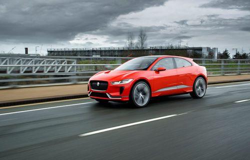 Jaguar'ın elektrikli otomobili I-Pace ilk kez yola çıktı