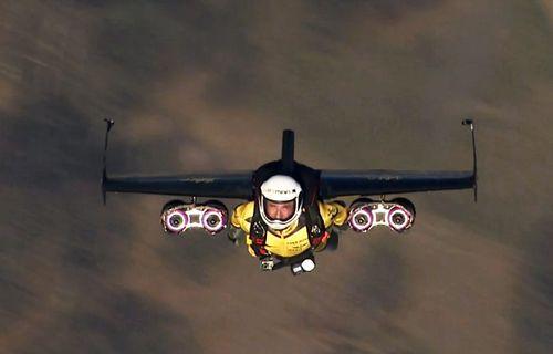 Uçan adam Jetman yine göklerde! Video