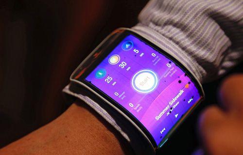 Lenovo'dan katlanabilir tablet ve bükülüp bileğe takılan akıllı telefon