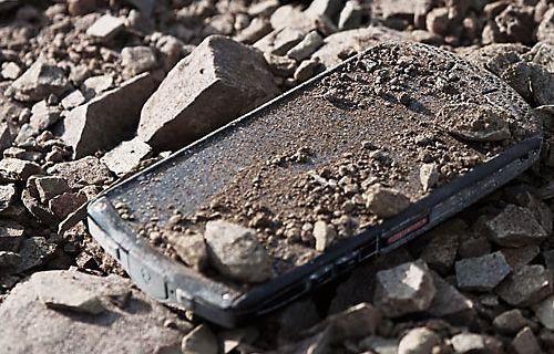 Dünyanın ilk safir ekranlı akıllı telefonuna merhaba deyin