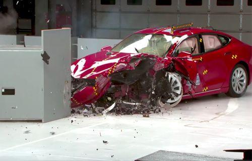 İşte Tesla Model S'in çarpışma testi! (Video)