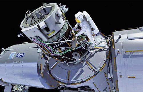 NASA Ay'a gidecekleri uyardı!