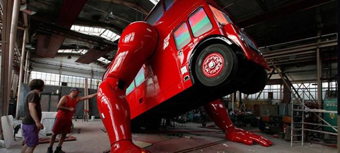 İşte şınav çeken otobüs! (video)