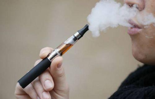Patlayan Elektronik Sigara Sakat Bıraktı