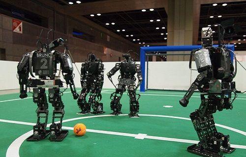 Robot futbolcular insanların yerine maç yapacak