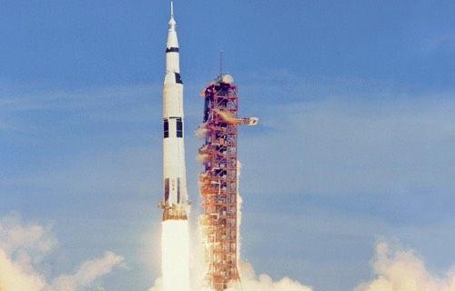 Aya ilk insan taşıyan Saturn V, oyuncak oldu!
