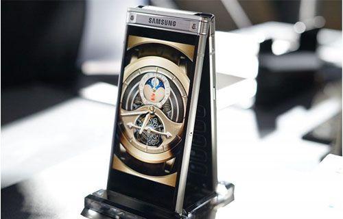 Samsung'un kapaklı amiral gemisi telefonu tanıtıldı
