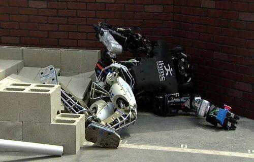 DARPA Robot Yarışması'ndaki robotların komik düşüş anları